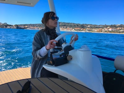 Naviguer en catamaran à moteur solaire