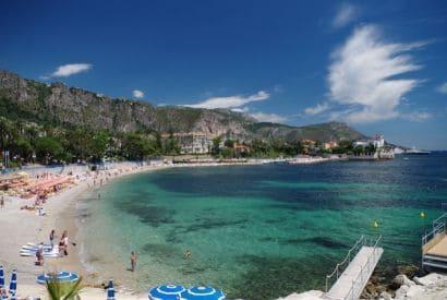 Les plus belles plages à admirer depuis la mer - La Baie des Fourmis