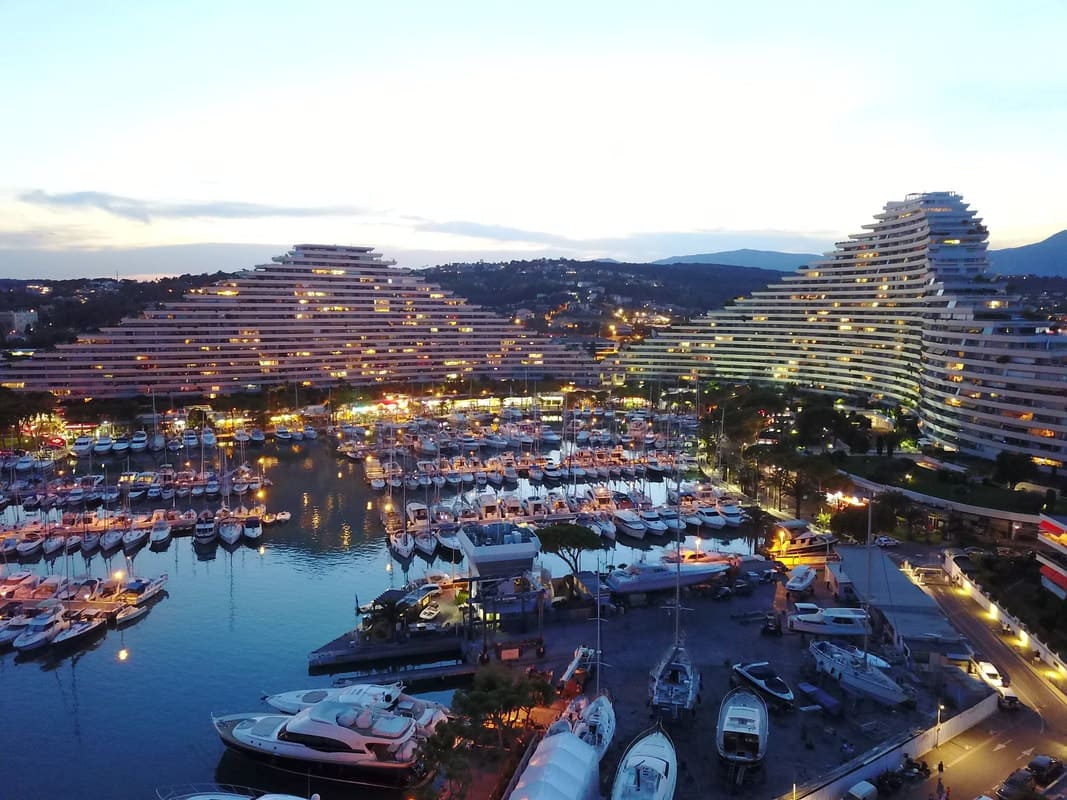 Marina Baie des Anges by night