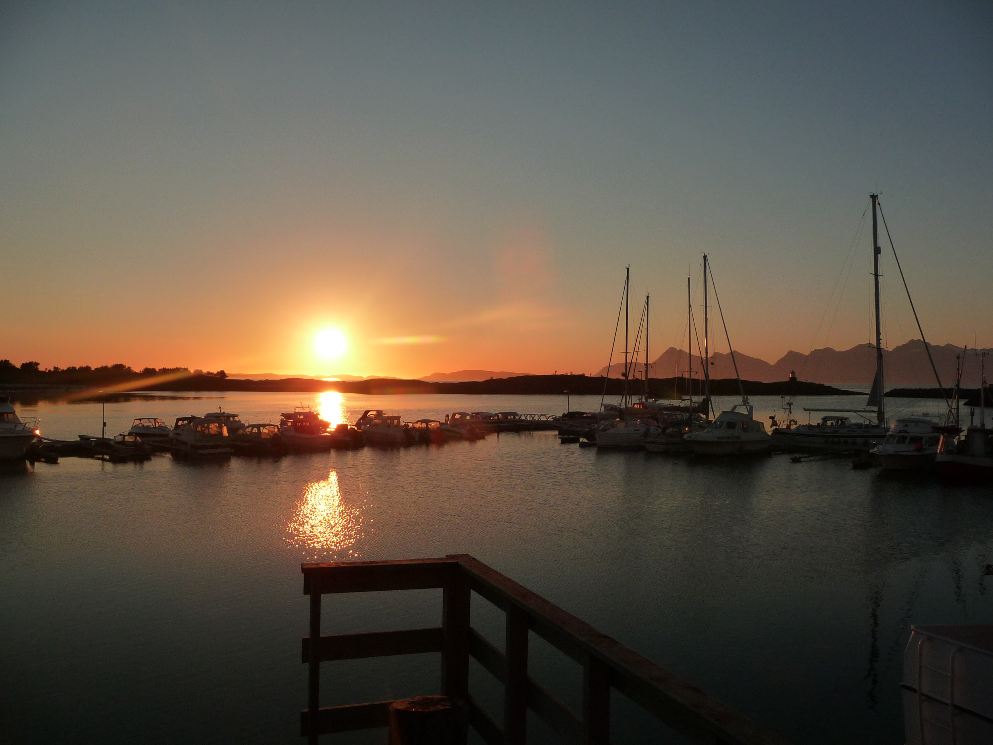 Midnight sun in the Lofoten