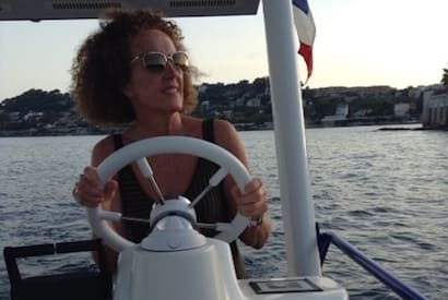 Women love to pilot the solar boat